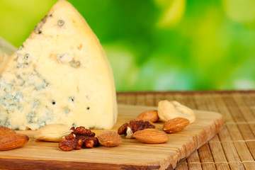 composition of blue cheese and nuts