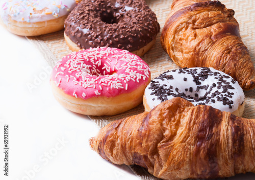 croissant & donut - 65931992