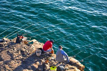 Pescadores en el Océano Atlántico, Portugal, hombres