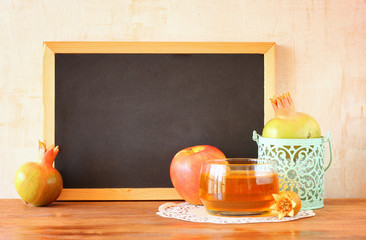 empty blackboard, apple, honey and pomegranate. rosh hshanah con