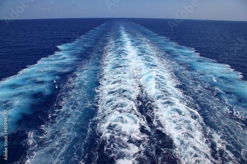 canvas print picture Kondenzstreifen im Meer