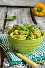 Penne with pesto and green peas.