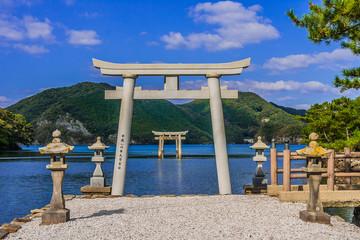和多都美神社の海に浮かぶ鳥居
