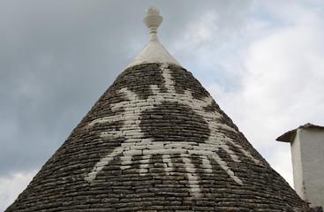 Bemaltes Dach eines Trullo in Alberobello / Apulien