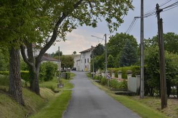 Le bourg de Champagne au bout de la route