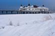 canvas print picture - Die Seebrücke in Ahlbeck auf der Insel Usedom im Winter.