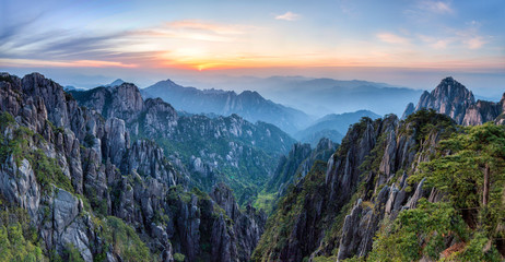 Huangshan Mountains © eyetronic