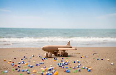 sahilde ahşap uçak