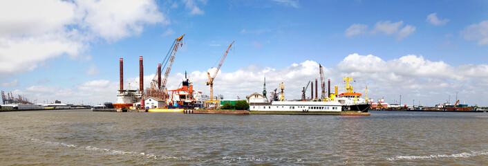 Panoramablick auf den Hafen
