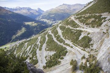 Tortuosa strada di montagna