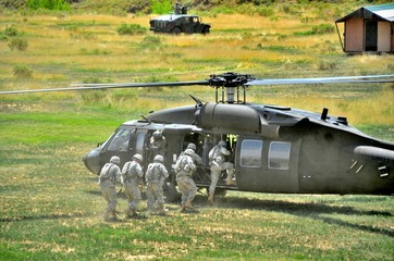 Soldiers getting on Black Hawk