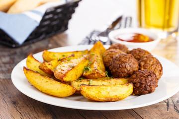 Potato wedges and Meatballs - Wedges und Hackfleischbällchen