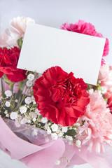 カーネーションの花束とハート