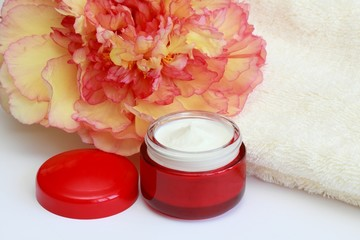 Face & body cream, flower peony