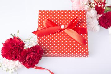カーネーションとプレゼント