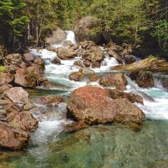 piccola cascata di un torrente in Val di Mello, alpi italiane