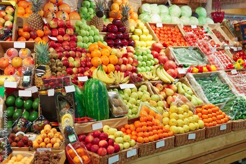 Foto Spatwand Boodschappen Shelf with fruits on a farm market