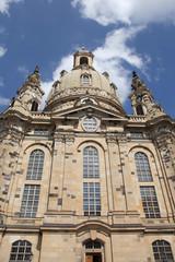 die Frauenkirche aus der Froschperspektive