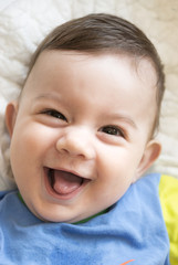 niño alegre 3