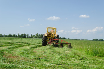 tractor make sharp turn and leaves cut grass tufts