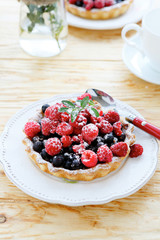 mini tart with berries