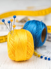Thread bobbin with pins