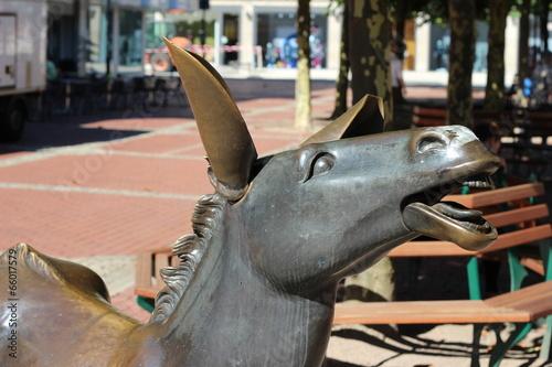 Leinwanddruck Bild Staue Esel Wesel (Wesel donkey)