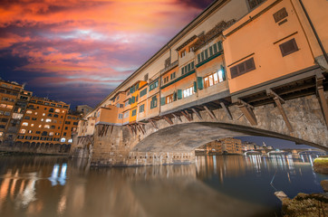 Sunset colors of Florence Old Bridge. Firenze, Ponte Vecchio