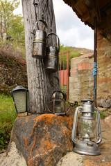 exposicion de lamparas y faroles vintage