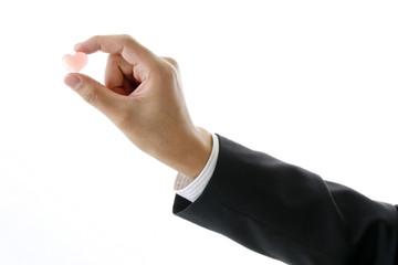 ハートを持つ手