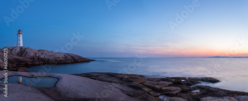 In de dag Kust Panorama of Peggys Cove's Lighthouse after Sunset (Nova Scotia,