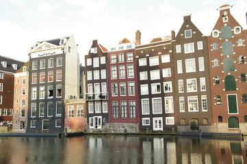 Haus mit Spiegelbild in Amsterdam 4