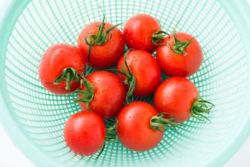 ざるの中のミニトマト