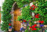 Ingresso di casa con fiori