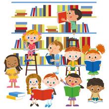 Kinder lesen ein Buch in der Bibliothek