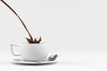 Kaffee in Tasse eingießen