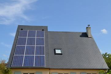 Toiture en ardoise avec panneaux solaires