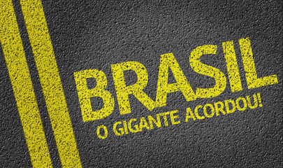 Brasil, O Gigante acordou written on the road