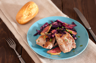 pork tenderloin with apples, cabbage and baguette