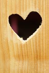 Herz in einem Holzbrett