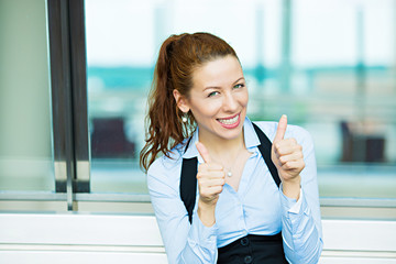 Portrait happy smiling business woman giving thumbs up