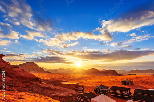 Poster The Valley of the Moon in Wadi Rum, Jordan at sunset