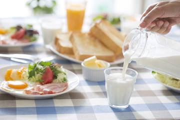 朝食のミルク