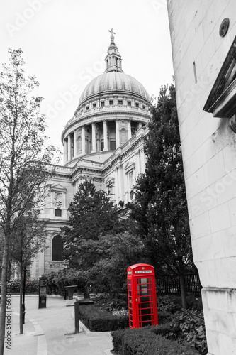 Telefonzelle und St Pauls Cathedral im Color-Key - 66130139