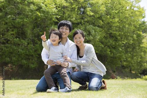 Foto Murales 公園で遊ぶ家族