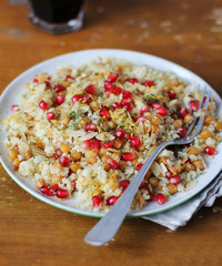 Warm salad with couscous, roasted chickpeas