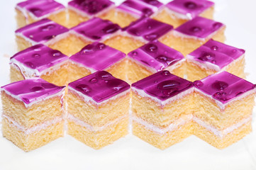 vanilla cake pieces with blueberry