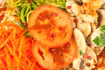 salade composée : tomates, champignons, carottes ...