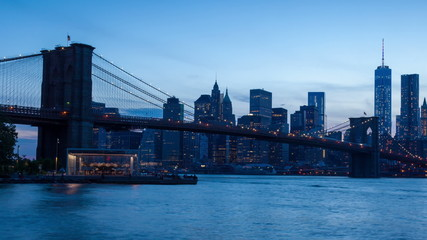 Sunset timelaspe of Manhattan skyline and Brooklyn bridge - New