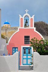 kleine rosa kapelle auf santorin, griechenland